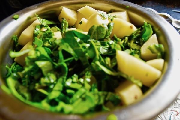 कटा हुआ पालक आलू chopped potato and spinach