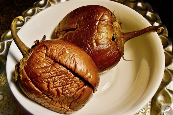 भुना बैंगन Roasted Baigan