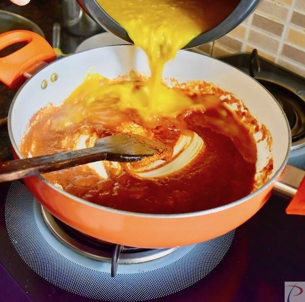 अब दाल डालें put dal in mixture