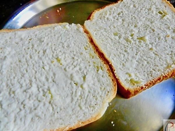 ब्रेड पर मलाई लगी हुई Bread with Malai