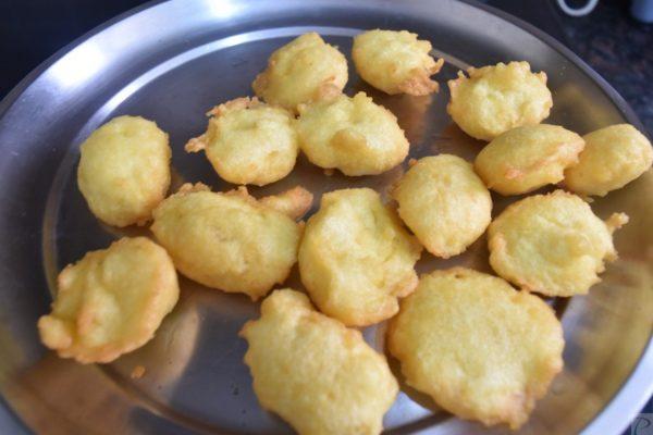 Moong Dal Vadai in plate मूँग दाल के बड़े प्लेट में