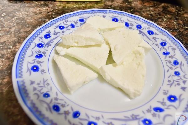 पनीर तिकोना कटा हुआ Paneer triangular pieces