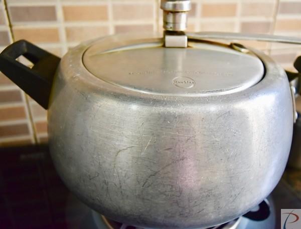 कुकर में डाले put in cooker