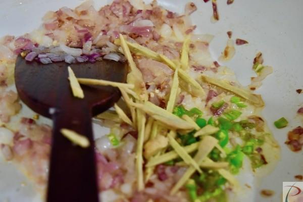 भुनी हुई प्याज़ में डाले Put in Onion roasted