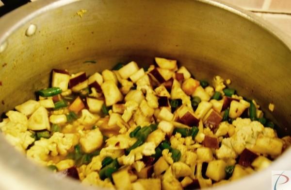 Veg in cooker कुकर में सब्जियां