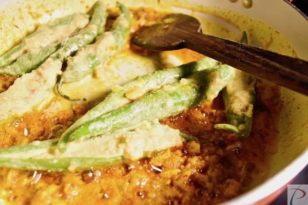 मिर्चा मसाले में डालें add mircha to masala
