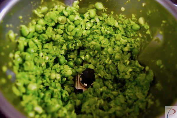 दरदरा पिसा हुआ मटर shalow grinded peas