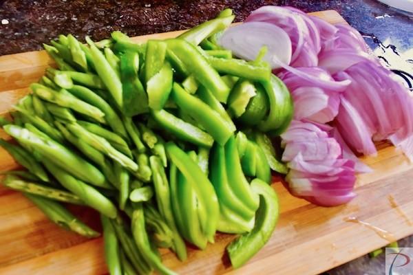 सब्जियां लम्बाई में कटी हुई vegetable longitudinal cut