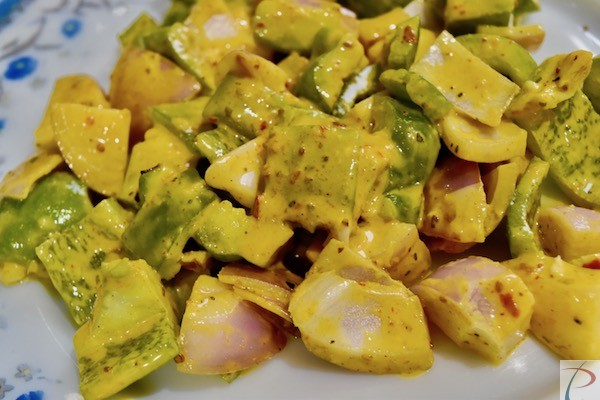 शिमला मिर्च, प्याज बेसन से लिपटे हुए veg in besan