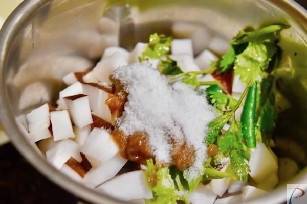 नमक मिलाएं mix salt