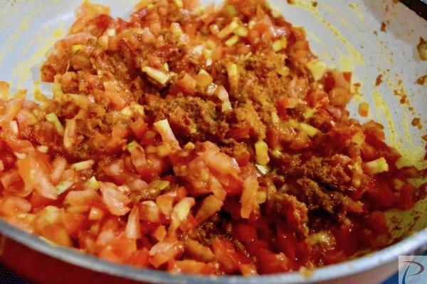 टमाटर मिलाये add tomatoes