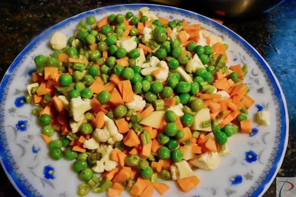 बारीक़ कटी सब्जियां veg finely chopped